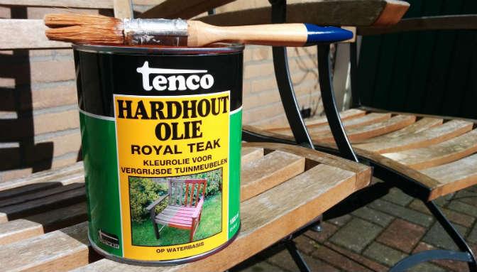 Onderhoud Houten Tuinstoelen.Tuinmeubelen Behandelen Met Olie In Plaats Van Beits Of Lak Werkt