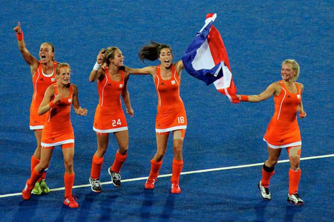 640px-Netherlands_womens_hockey_celebrate_-_2012_Olympics