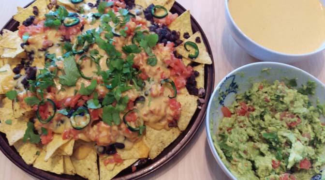 Veganized recept: nachos met bonen en guacamole