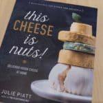Recensie: zelf vegan 'kaas' maken met kookboek This cheese is nuts