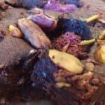 Recept: vegan brownies met chocolade, frambozen en pistache