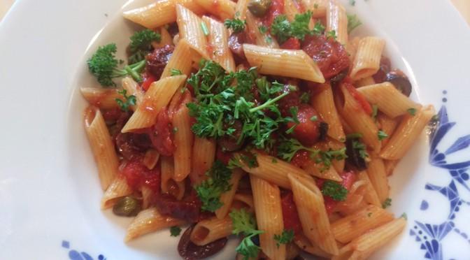 Recept 'slettenpenne': vegan pasta alla puttanesca met een twist