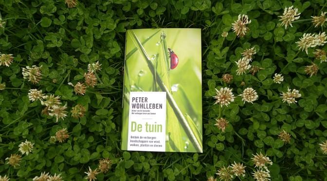 Recensie: De Tuin – Peter Wohlleben; schapenwolkjes, marters en jaarringen in hagelstenen