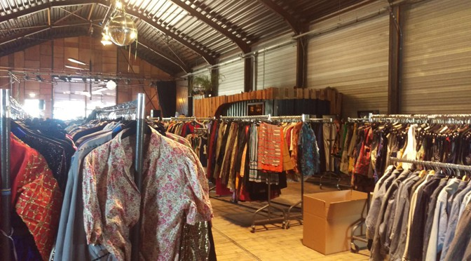 Vintage per Kilo: hoe leuk (en duur) is tweedehands kleding kopen per gram?